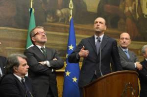 La delegazione di centrodestra. Da sinistra: Brunetta, Maroni, Alfano e Schifani (Foto: ALBERTO PIZZOLI/AFP/Getty Images)