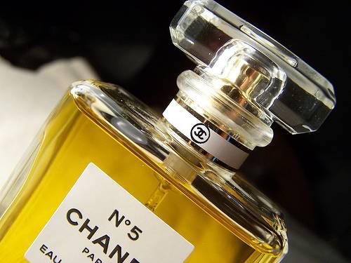 Chanel N°5: il profumo finisce sotto inchiesta… sarà tolto dal mercato?