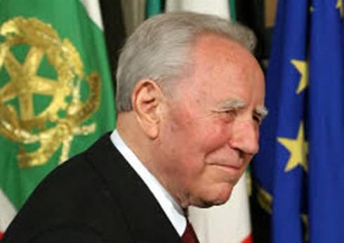 Oggi è il compleanno di Carlo Azeglio Ciampi (9 dicembre 2010): l'ex capo dello Stato compie 90 anni