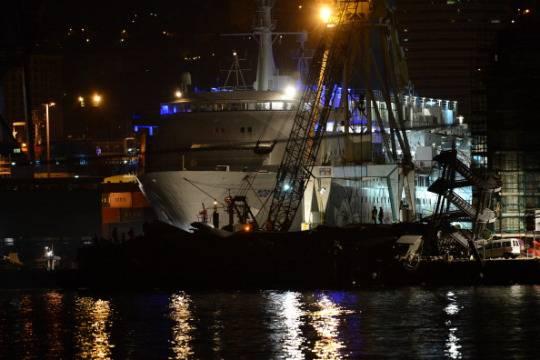Disastro al porto di Genova, nave contro la torre di controllo: 7 morti, è giallo sul disperso trovato vivo