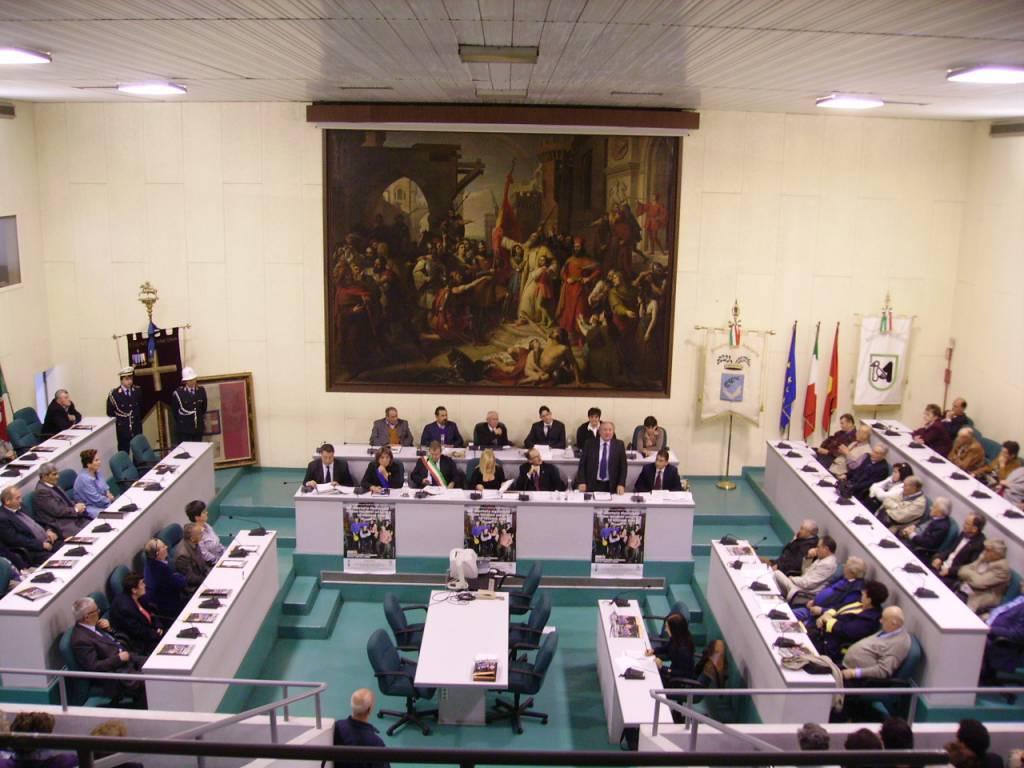 Proteste Università: ad Ancona studenti occupano il Comune e si spogliano