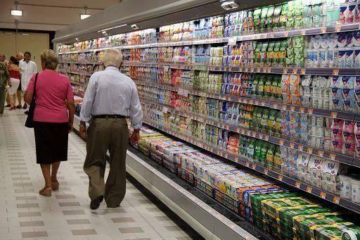 consumi supermercato Crisi economica: la spesa alimentare delle famiglie italiane torna ai livelli di 30 anni fa
