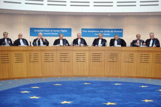 Strasburgo riprende l'Italia sul cognome e chiede di riconoscere il diritto di scegliere quello materno