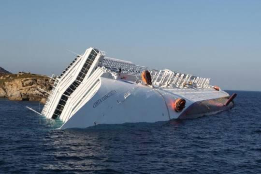 Costa Concordia: trovati tre dispersi, due ieri e uno stamattina. Ne mancano 36, forse dell'equipaggio