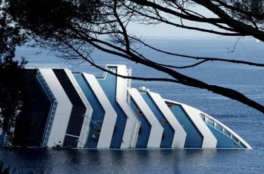 Costa Concordia: chiuse le ricerche dei dispersi nella parte sommersa della nave