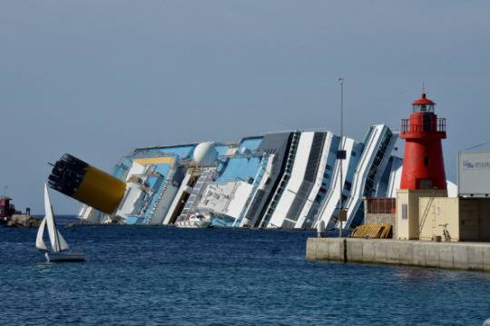 Costa Concordia: l'Isola del Giglio ricorda il tragico naufragio