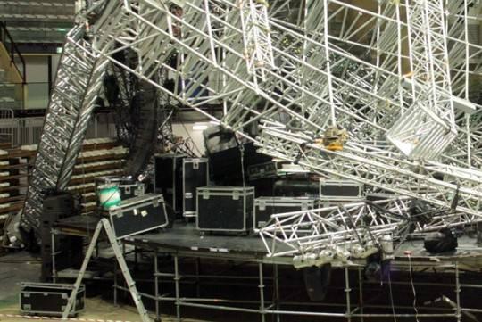 Crollo palco al concerto di Jovanotti: nove persone sotto inchiesta per omicidio colposo