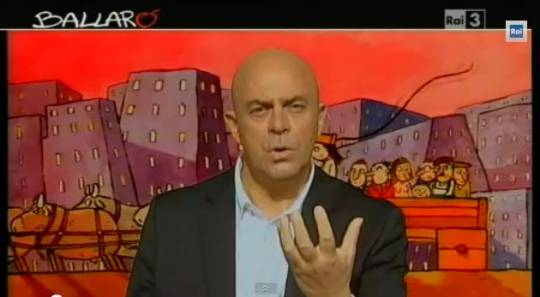 """Crozza a Ballarò fra Concordia e Berlusconi: """"Silvio esci da Arcore"""""""