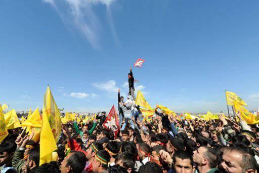 Turchia bomba alla festa per l 39 elezione dei curdi al for Parlamento ieri