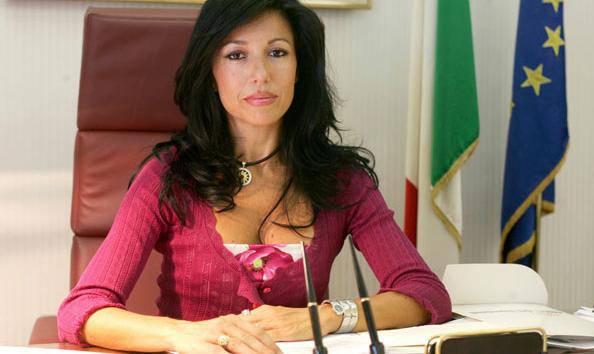Maggioranza in crisi alla vigilia del voto: si dimette il sottosegretario Daniela Melchiorre