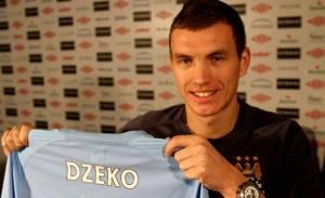 Edin Dzeko - alla presentazione col Manchester City