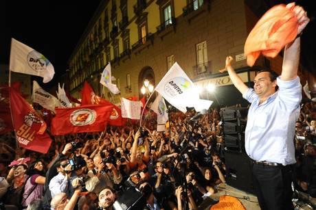 """Elezioni amministrative 2011: Luigi De Magistris promette """"Napoli risorgerà. Roberto Saviano tornerà a vivere in città"""""""
