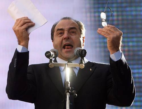 Sfiducia a Berlusconi: esulta Di Pietro