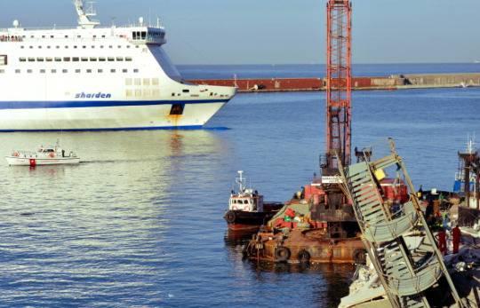 disastro porto genova ricerche Disastro porto di Genova: non si trova ancora lultimo disperso. Domani i funerali delle vittime