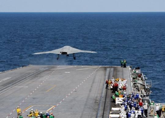 Usa sperimentano lancio di drone X-47B da portaerei