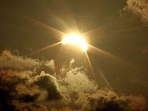 La nebbia a Milano occulta l'eclissi di Sole: poca suggestione in Italia, oscuramento massimo in Svezia