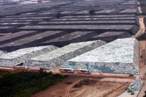 NAPOLI / Rifiuti, disastro ambientale nel regno dei Casalesi: tra 50 anni mostri chimici