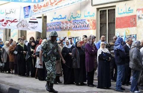 Elezioni in Egitto: affluenza record e lunghe file ai seggi, risultati definitivi a gennaio