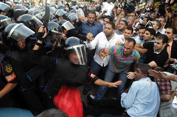 Egitto: Piazza Tahrir, al Cairo, si prepara al nono giorno di protesta contro Mubarak