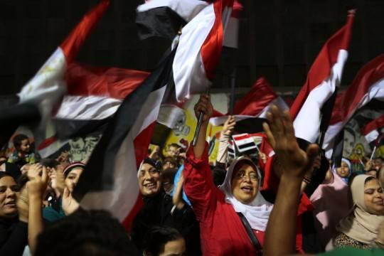 Egitto: attesa manifestazione dei Fratelli Musulmani. Esercito richiama alla riconciliazione e alla pace sociale