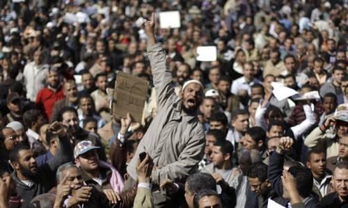 Egitto: dirigente egiziano di Google accolto come eroe in piazza Tahrir