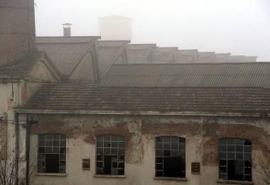 Pavia: nella notte crollo all'ex Necchi. L'edificio utilizzato come dormitorio da extracomunitari