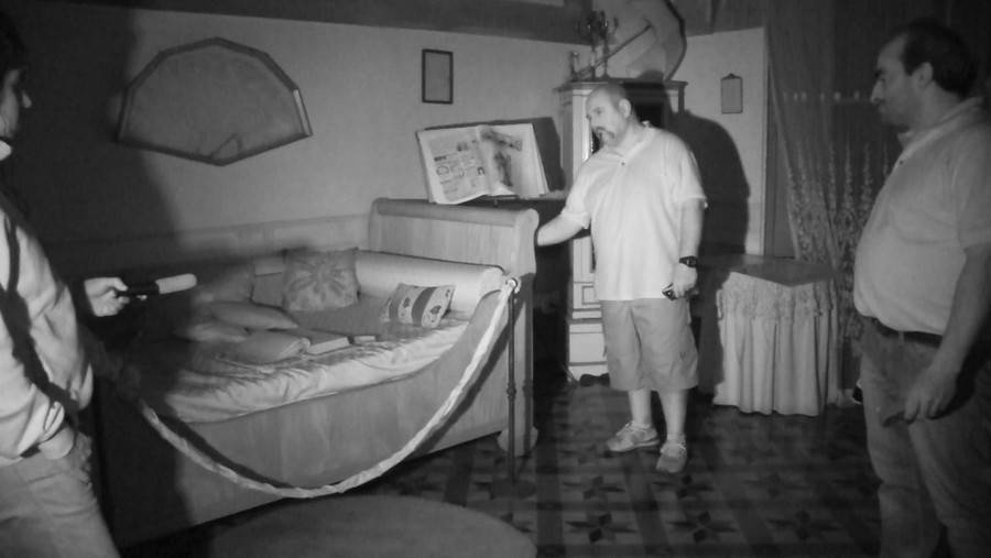 Crede di avere la casa infestata dai fantasmi ma invece for Fantasmi nelle case