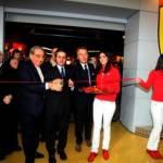 Ferrari Pit Stop: il primo store di Maranello apre presso il centro commerciale Vulcano Buono
