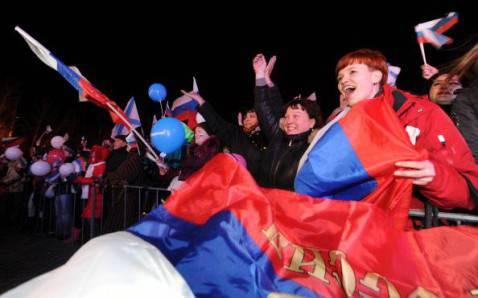 Festeggiamenti popolazione filo russa a  Sebastopoli, Crimea (Getty images)