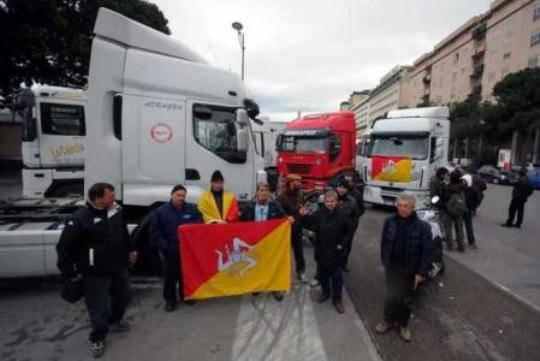 Proteste in Sicilia: il governatore Lombardo convoca prefetti e rappresentanti del movimento