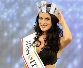 FRANCESCA TESTASECCA / Miss Italia 2010, la vincitrice del concorso torna nella sua Foligno