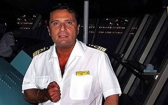 """Naufragio Costa Concordia: una testimone discolpa comandante Schettino. """"Non è vero che è sceso per primo"""""""