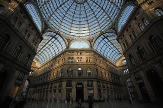 Napoli: rubato ancora una volta l'albero di Natale della galleria Umberto I