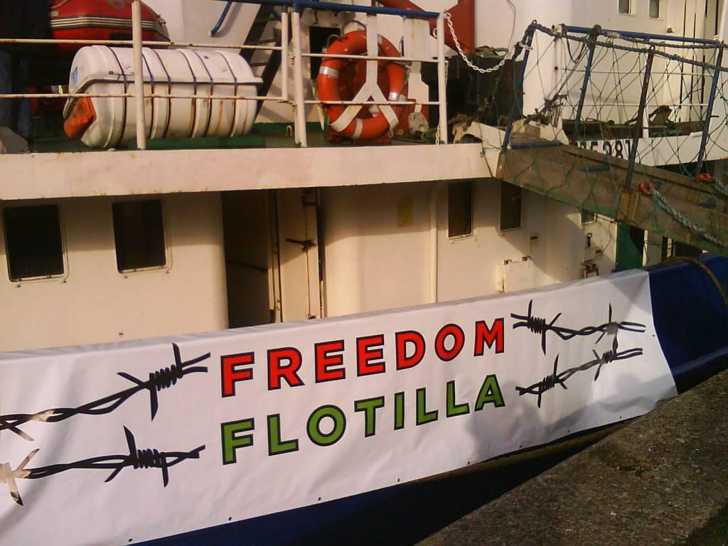 Napoli saluta Estelle, la nave di Freedom Flotilla diretta a Gaza