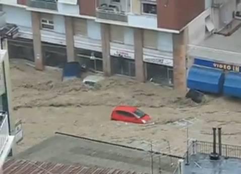 Maltempo a Genova: via Ferraggiano trappola mortale per cinque donne (video YouTube)