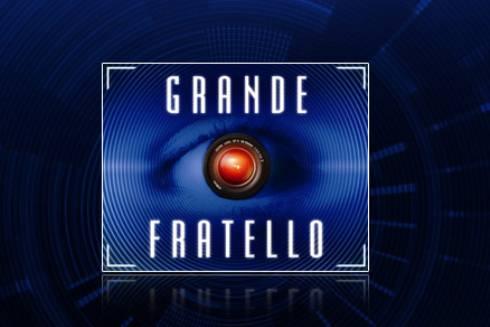 GRANDE FRATELLO 11 / Casa ristrutturata con pareti in vetro e letti sospesi in aria