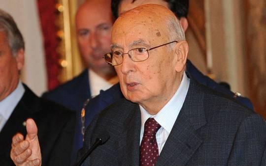 giorgio napolitano2 e1325251912106 Napolitano invita al confronto corretto tra governo e forze sociali e richiama a impegno per la cultura