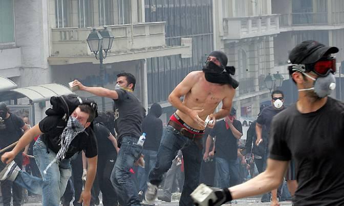 Grecia: ad Atene scontri tra polizia e studenti
