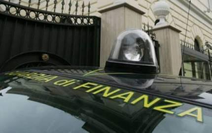 guardia di finanza blitz 430x270 Blitz anti camorra: in manette imprenditori e politici vicini al clan dei Casalesi, 14 arresti