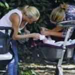 GUENDALINA CANESSA-KARINA CASCELLA / Visto, le due mamme pizzicate al parco con i bebè