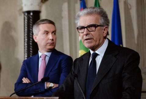 Lorenzo Guerini con Luigi Zanda (FILIPPO MONTEFORTE/AFP/Getty Images)