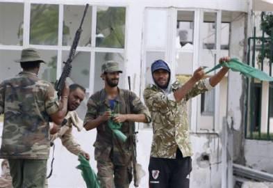 guerra libia sirte1 393x270 Guerra in Libia: gheddafiani fuggono da Sirte, la liberazione nazionale è vicina