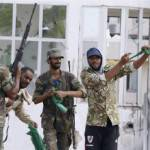 Libia, colpo di coda dei fedelissimi di Gheddafi: i lealisti prendono Bani Walid