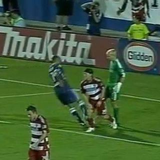 YOUTUBE CALCIO / Thierry Henry, l'attaccante rompe il ginocchio al portiere del Dallas