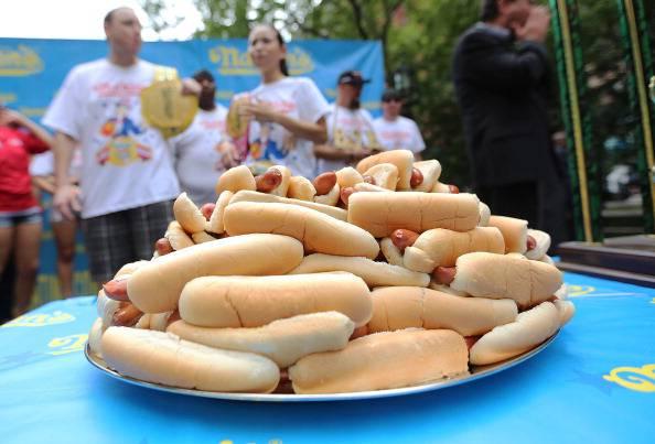 Crisi, è boom del cibo 'street food': incremento degli acquisti di hot dog e piadine