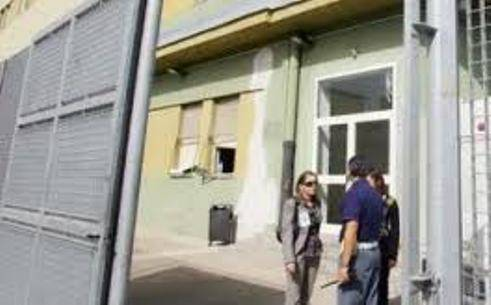 MOGLIE PRESA A MARTELLATE / Cagliari, marito riduce coniuge in fin di vita per gelosia
