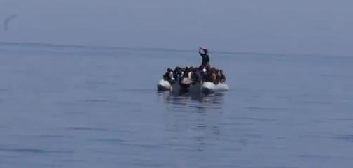 Sbarchi in Sicilia, imbarcazione in difficoltà: tratti in salvo 70 migranti siriani