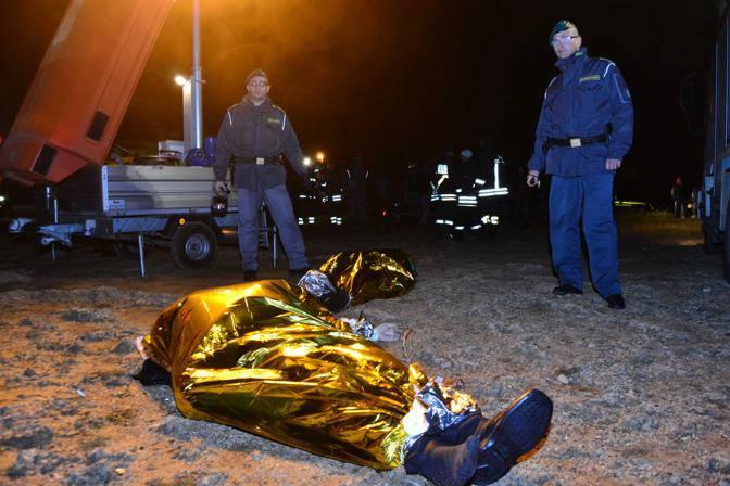 Brindisi, emergenza immigrazione: imbarcazione affonda a largo di Brindisi, 2 morti