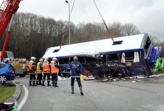 incidente autobus francia Francia: si ribalta un autobus, quattro feriti gravi