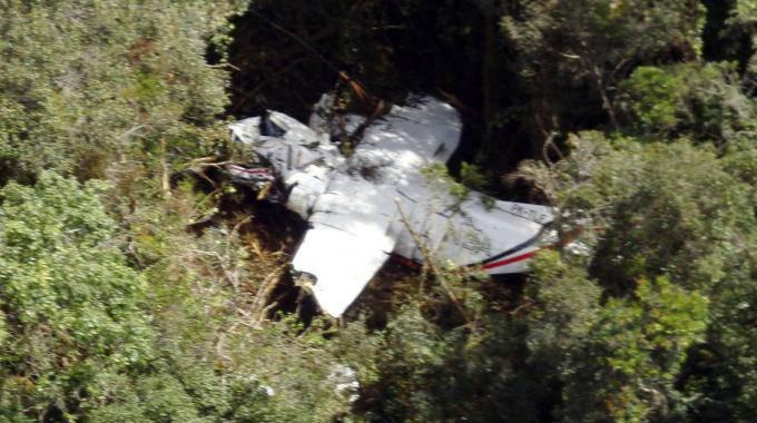 Indonesia: recuperato l'aereo precipitato a Sumatra, morti i 18 passeggeri